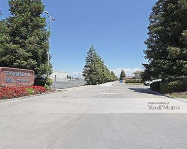 Storage Units for Rent available at 990 North Mooney Blvd, Tulare, CA 93274 Photo Gallery 1