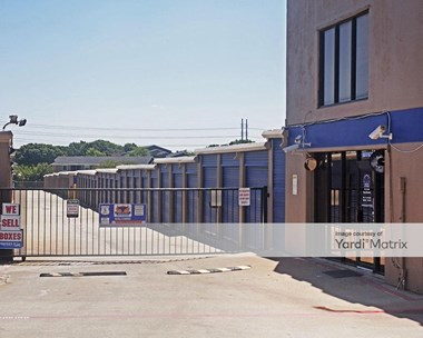 Storage Units for Rent available at 3930 Valley View Lane, Irving, TX 75062 Photo Gallery 1