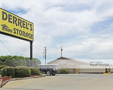 Storage Units for Rent available at 491 Herndon Avenue, Clovis, CA 93612 Photo Gallery 1
