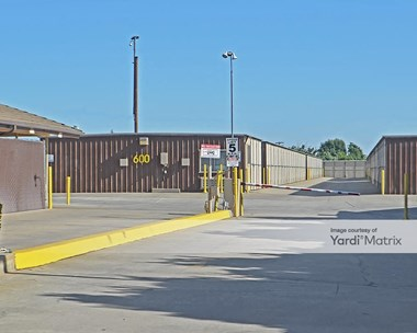 Storage Units for Rent available at 3275 West Ashlan Avenue, Fresno, CA 93722 Photo Gallery 1