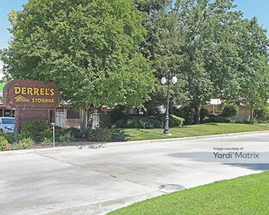 Storage Units for Rent available at 345 East Caldwell Avenue, Visalia, CA 93277 Photo Gallery 1