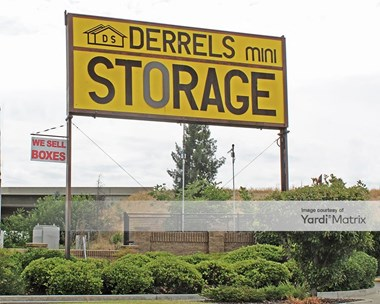 Storage Units for Rent available at 4546 East Ashlan Avenue, Fresno, CA 93726 Photo Gallery 1