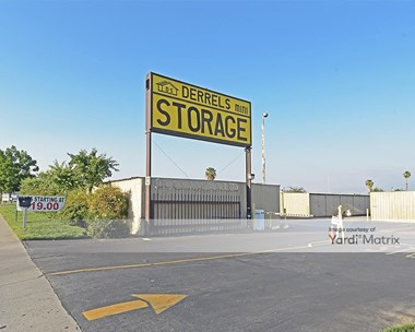 Storage Units for Rent available at 101 Mount Vernon Avenue, Bakersfield, CA 93307 Photo Gallery 1