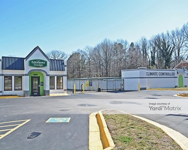 Storage Units for Rent available at 2910 Lawndale Drive, Greensboro, NC 27408 Photo Gallery 1