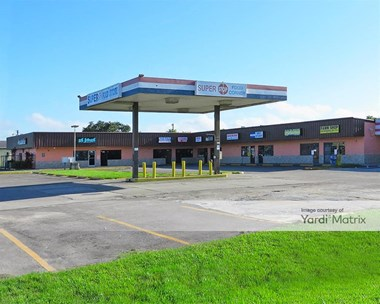Storage Units for Rent available at 5645 15Th Street East, Bradenton, FL 34203 Photo Gallery 1