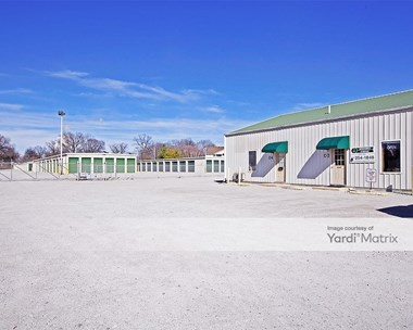 Storage Units for Rent available at 409 Broadway Avenue, South Roxana, IL 62087 Photo Gallery 1