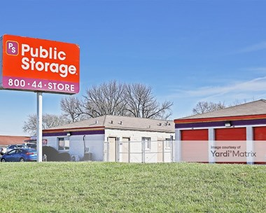 Storage Units for Rent available at 3777 Veterans Memorial Pkwy, St Charles, MO 63303 Photo Gallery 1