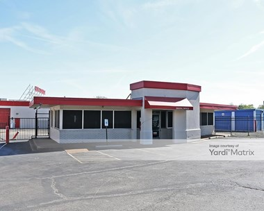 Storage Units for Rent available at 2700 Poplar Avenue, Memphis, TN 38112 Photo Gallery 1