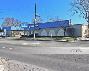 Storage Units for Rent available at 500 Stelton Road, Piscataway, NJ 08854 Photo Gallery 1