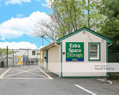 Storage Units for Rent available at 725 US-1, Iselin, NJ 08830 Photo Gallery 1