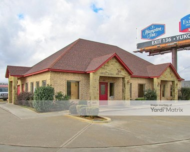 Storage Units for Rent available at 220 Pointe Parkway Blvd, Yukon, OK 73099 Photo Gallery 1