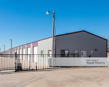 Storage Units for Rent available at 1701 Tower Drive, Moore, OK 73160 Photo Gallery 1
