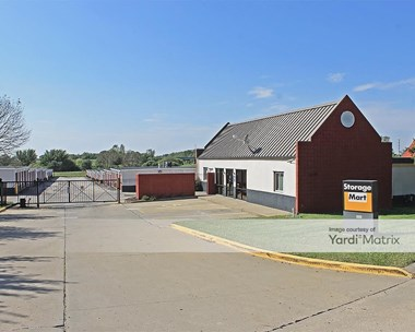 Storage Units for Rent available at 11510 North Main, Kansas City, MO 64155 Photo Gallery 1