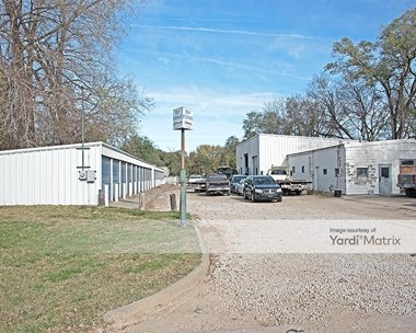 Storage Units for Rent available at 615 Maple Street, Lawrence, KS 66044 Photo Gallery 1