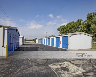 Storage Units for Rent available at 42557 Van Dyke Avenue, Sterling Heights, MI 48314 Photo Gallery 1