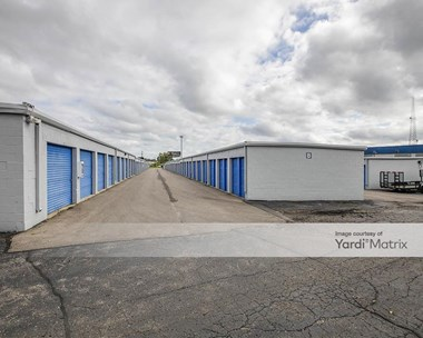 Storage Units for Rent available at 27203 Groesbeck Hwy, Warren, MI 48089 Photo Gallery 1