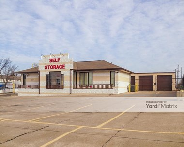 Storage Units for Rent available at 2447 Fort Street, Trenton, MI 48183 Photo Gallery 1