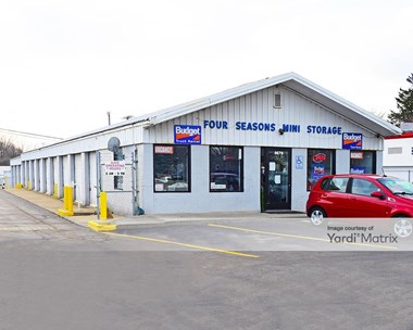 Storage Units for Rent available at 4679 Dixie Hwy, Waterford, MI 48329 Photo Gallery 1