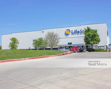 Storage Units for Rent available at 16939 Nacogdoches Road, San Antonio, TX 78266 Photo Gallery 1