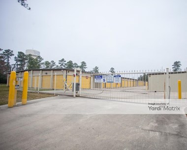 Storage Units for Rent available at 13033 Jones Road, Houston, TX 77070 Photo Gallery 1
