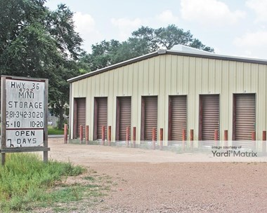 Storage Units for Rent available at 4722 Highway 36, Rosenberg, TX 77471 Photo Gallery 1