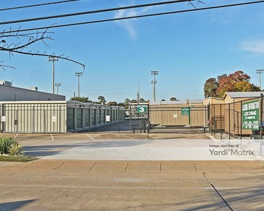 Storage Units for Rent available at 2213 West 34Th, Houston, TX 77018 Photo Gallery 1