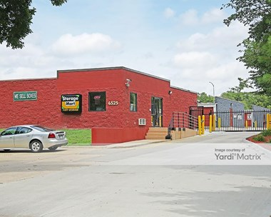 Storage Units for Rent available at 6525 Center Street, Windsor Heights, IA 50324 Photo Gallery 1