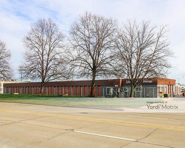 Storage Units for Rent available at 13350 Stark Road, Livonia, MI 48150 Photo Gallery 1