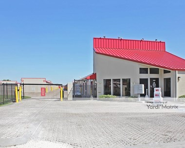 Storage Units for Rent available at 1525 North Main Street, Pearland, TX 77581 Photo Gallery 1