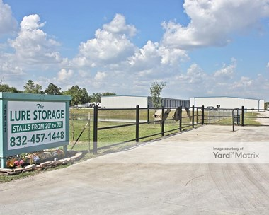 Storage Units for Rent available at 17717 County Road 127, Pearland, TX 77581 Photo Gallery 1