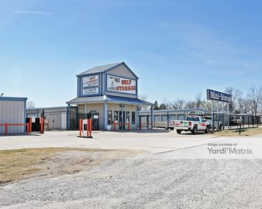 Storage Units for Rent available at 104 West 4th Avenue, Owasso, OK 74055 Photo Gallery 1