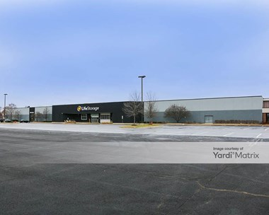 Storage Units for Rent available at 450 Airport Road, Elgin, IL 60123 Photo Gallery 1