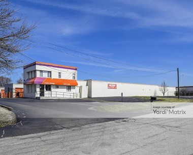 Storage Units for Rent available at 17 West 17 Roosevelt Road, Oakbrook Terrace, IL 60181 Photo Gallery 1
