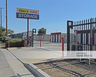 Storage Units for Rent available at 1877 North Farmersville Blvd, Farmersville, CA 93223 Photo Gallery 1