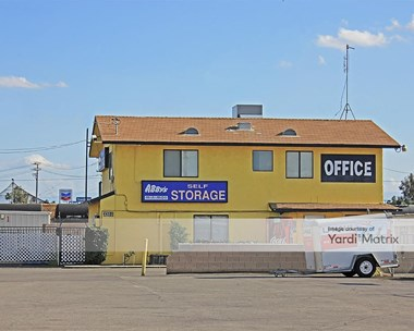 Storage Units for Rent available at 3311 Truxtun Avenue, Bakersfield, CA 93301 Photo Gallery 1