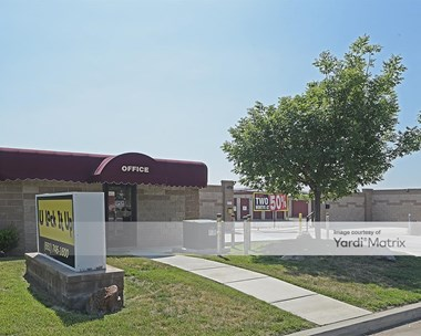 Storage Units for Rent available at 120 South Beech Avenue, Shafter, CA 93263 Photo Gallery 1