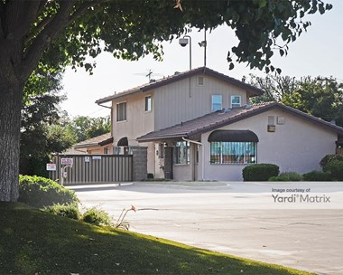 Storage Units for Rent available at 7467 North Cedar Avenue, Fresno, CA 93720 Photo Gallery 1