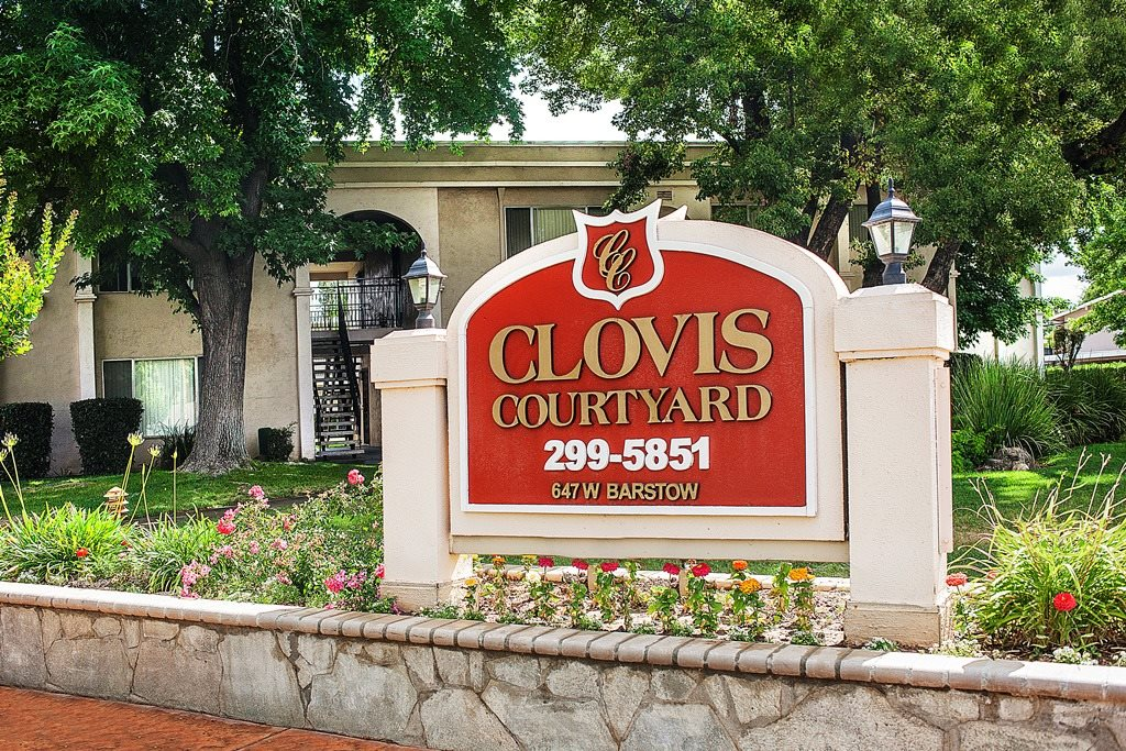 Clovis Courtyard Monument Sign