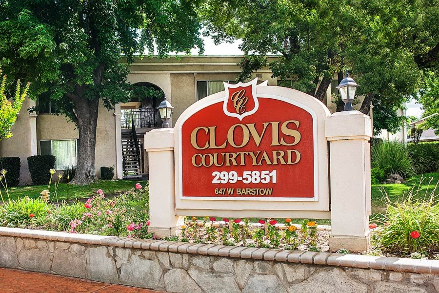 Clovis Courtyard Monument Sign
