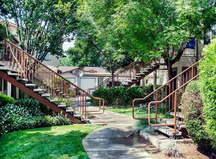 Stonegate Apartment Home Breezway