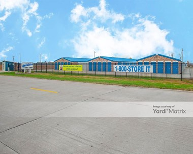 Storage Units for Rent available at 7708 Plummer Business Drive, Troy, IL 62294 Photo Gallery 1