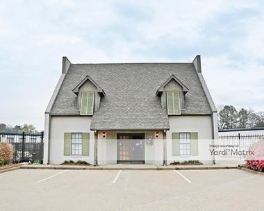 Storage Units for Rent available at 4600 Lakeland Drive, Flowood, MS 39232 Photo Gallery 1