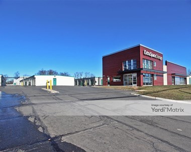 Storage Units for Rent available at 1660 Oak Tree Road, Edison, NJ 08820 Photo Gallery 1