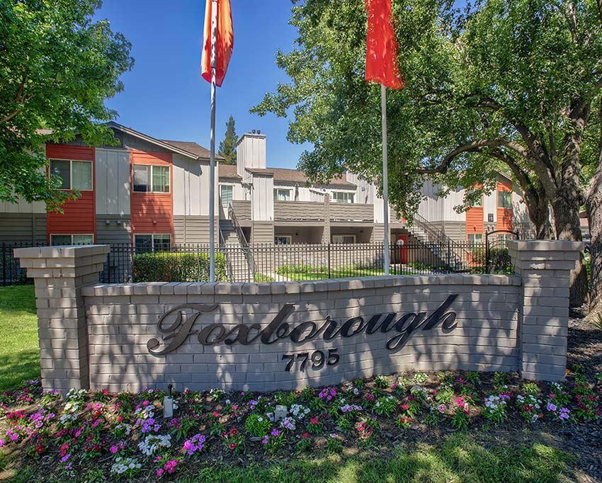 Monument Sign and landscape l Foxborough Apartments
