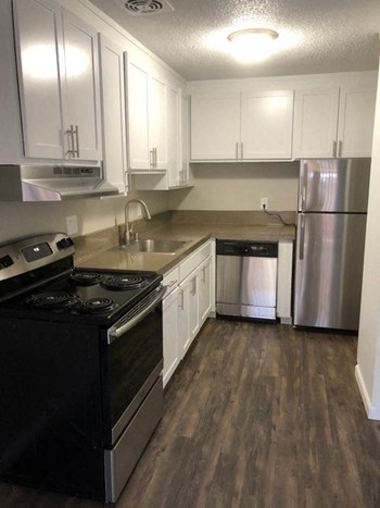 1390 Creekside Dr 1-2 Beds Apartment for Rent Photo Gallery 1