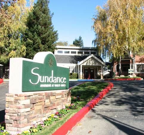 Entrance and Sig l Sundance Apartments in Vallejo CA