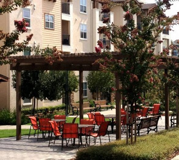 Apartments in Dublin CA l Dublin Ranch Senior Apartments l Outside seating