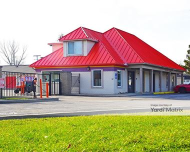 Storage Units for Rent available at 2745 Dixie Hwy, Waterford, MI 48328 Photo Gallery 1