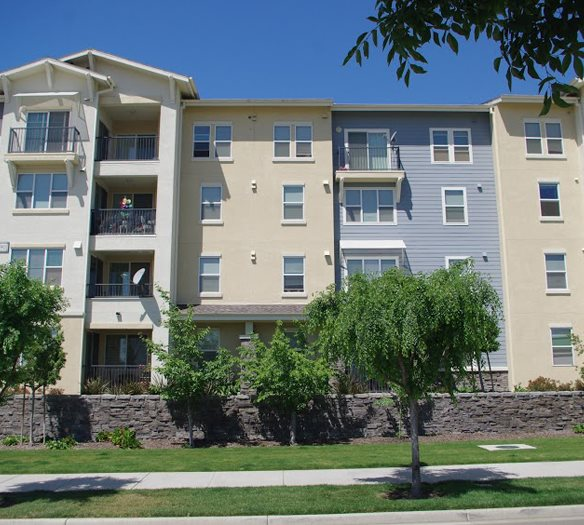 Exterior building   l  Apartments in Dublin CA l Oak Grove Apartments