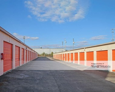 Storage Units for Rent available at 4600 Kenny Road, Columbus, OH 43220 Photo Gallery 1